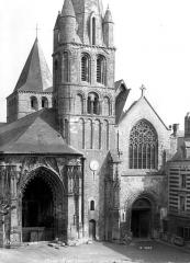 Ancienne abbaye - Eglise : Façade ouest