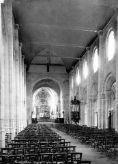Ancienne abbaye - Eglise : Vue intérieure de la nef vers le choeur