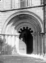 Eglise Saint-Denis - Portail de la façade ouest