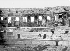 Amphithéatre ou Arènes - Vue intérieure : façade et gradins