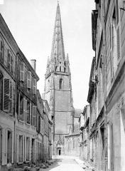 Eglise Notre-Dame - Clocher, côté sud-est, pris d'une rue