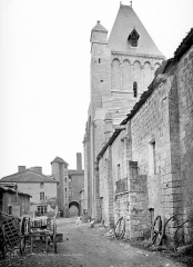 Abbaye - Eglise : clocher et façade sud en perspective