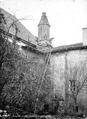 Abbaye - Couronnement d'escalier
