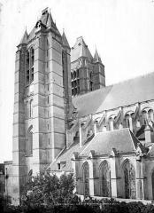 Ancienne cathédrale (église Notre-Dame) et ses annexes - Façade sud : tours clocher et sacristie