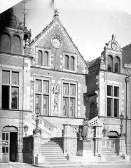 Ancien hôtel de ville ou hôtel des Créneaux, ancien Musée des Beaux-Arts et Sciences naturelles, actuellement annexe du Conservatoire municipal de musique - Pavillon central