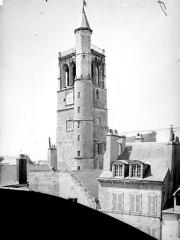 Ancien hôtel de ville ou hôtel des Créneaux, ancien Musée des Beaux-Arts et Sciences naturelles, actuellement annexe du Conservatoire municipal de musique - Beffroi