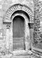 Eglise Sainte-Croix - Porte de la façade sud