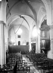 Eglise Saint-Germain-de-Charonne - Vue intérieure de la nef, vers l'ouest