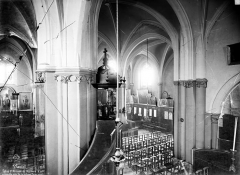 Eglise Saint-Germain-de-Charonne - Vue intérieure de la nef près de la tribune