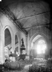 Eglise Saint-Nonna - Vue intérieure de la nef, vers le nord-est