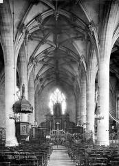 Eglise Saint-Jean - Vue intérieure de la nef, vers le choeur