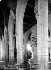 Eglise Saint-Armel - Vue intérieure de la nef et du bas-côté sud vers le sud-est