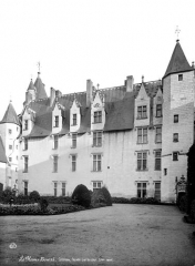 Château du Plessis-Bourré - Cour intérieure : façade