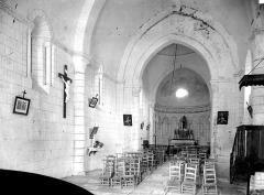 Eglise Saint-Laurent - Vue intérieure de la nef, vers le choeur