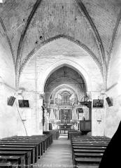 Eglise Saint-Denis - Vue intérieure de la nef, vers le choeur