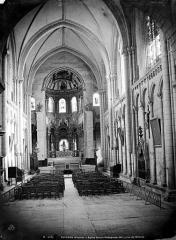 Eglise Sainte-Radegonde - Vue intérieure de la nef, vers le choeur