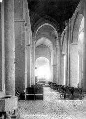 Abbaye Saint-Martin de Plaimpied - Vue intérieure de la nef, vers le choeur