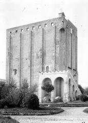 Ancien château, actuellement Hôtel de ville - Donjon, côté nord-est