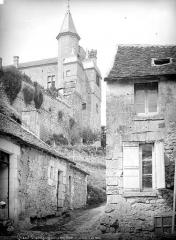 Château du Grand Pressigny - Tourelle du Château-Neuf, prise d'une ruelle du village, côté sud-ouest