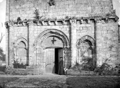 Eglise Saint-Trojan - Façade ouest : partie inférieure