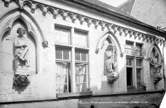 Maison dite des Ménétriers ou des Musiciens - Façade : Premier étage
