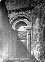 Eglise de l'Assomption - Façade sud : Porte