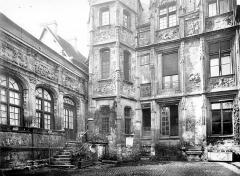 Hôtel de Bourgtheroulde - Cour intérieure : façade et tourelle