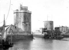 Tour Saint-Nicolas - Entrée du port
