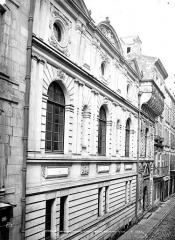 Hôtel de ville - Façade latérale sur rue en perspective