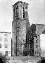 Eglise Saint-Sauveur - Façade ouest et clocher en perspective