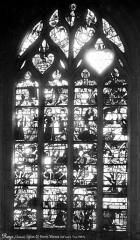 Eglise Saint-Pierre - Vitrail de la nef, côté sud