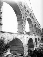 Pont du Gard et aqueduc romain de Nîmes - Vue en perspective, coté sud
