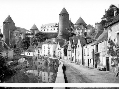 Château - Vue d'ensemble sur la rivière