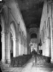 Eglise Notre-Dame la Blanche - Vue intérieure de la nef, vers le choeur