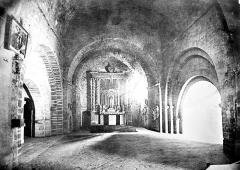 Eglise Saint-Pierre-aux-Liens - Crypte : vue intérieure vers l'autel
