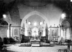 Eglise Saint-Pierre - Vue intérieure du choeur et de la croisée