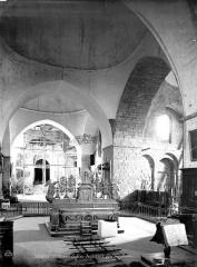 Eglise Saint-Pierre - Vue intérieure du choeur, vers l'ouest