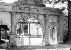 Ancien château - Portail d'entrée