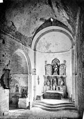 Abbaye de Serrabona - Eglise : Vue intérieure de la nef, vers le choeur