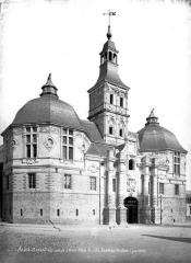 Hôtel de ville - Façade sur la place