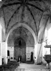 Ancienne abbaye - Eglise : Vue intérieure de la nef, vers l'entrée