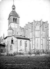 Ancienne abbaye, actuellement hôtel de ville - Eglise : Ensemble sud-est