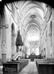 Ancienne abbaye, actuellement hôtel de ville - Eglise : Vue intérieure de la nef, vers le choeur