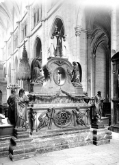 Ancienne abbaye, actuellement hôtel de ville - Maître-autel, revers