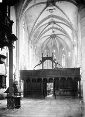 Ancienne cathédrale Notre-Dame - Vue intérieure de la nef, vers le choeur