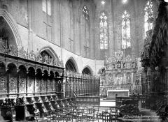 Ancienne cathédrale Notre-Dame - Vue intérieure du choeur : stalles et maître-autel