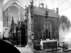 Ancienne cathédrale Notre-Dame - Vue intérieure du déambulatoire : grande châsse