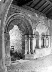 Ancienne cathédrale Notre-Dame - Cloître : vue intérieure d'une galerie