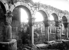 Ancienne cathédrale Notre-Dame - Cloître : vestiges des arcades