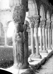 Ancienne cathédrale Notre-Dame - Cloître : piliers des arcades